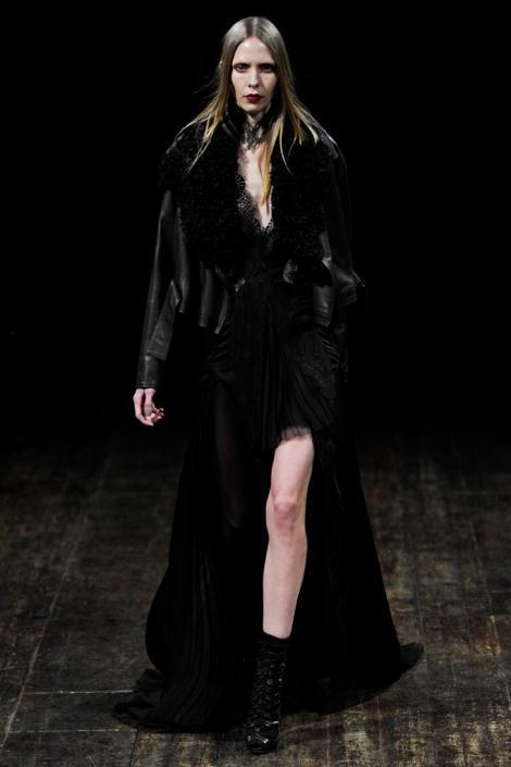 00150fullscreen2 - Julien MacDonald Φορέματα Φθινόπωρο Χειμώνας 2011 2012