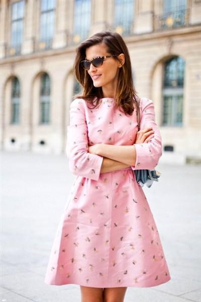 roz forema 4 - Ρομαντικά ροζ φορέματα και πως θα τα φορέσεις σωστά