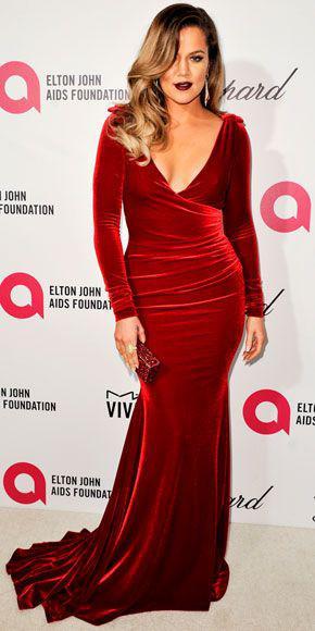 kokkino veloudino forema 4 - 5 Τρόποι για να φορέσετε ένα κόκκινο βελούδινο φόρεμα
