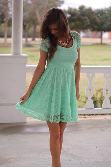 1072a38f7ab4 Φορέματα στο πράσινο της μέντας