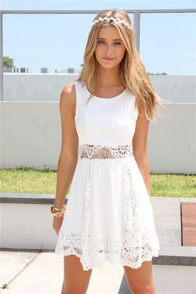 Λευκά φορέματα για ανοιξιάτικες εμφανίσεις 8c46e140e01