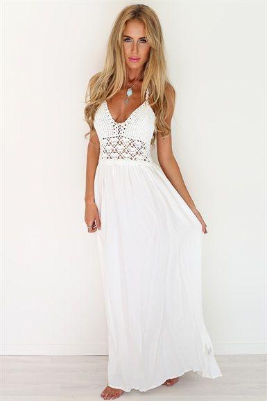 Πόσο αγαπήσαμε το παρακάτω φόρεμα! Αποτελεί αντιπροσωπευτικό ρούχο του  vintage style! Μας άρεσε πολύ η polka dot λεπτομέρεια στα διάφανα μανίκια a2f2ae6a697