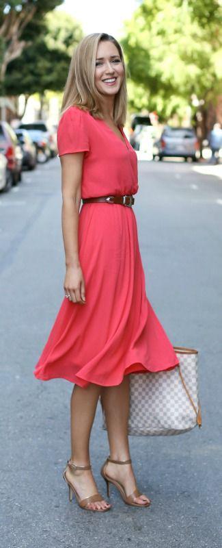 5 kalokerina foremata pou mporis na valis sti doulia - 5 καλοκαιρινά φορέματα που μπορείς να βάλεις στη δουλειά