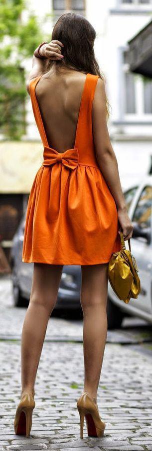 ba111f950bde 5 εξώπλατα φορέματα για καλοκαιρινές εμφανίσεις