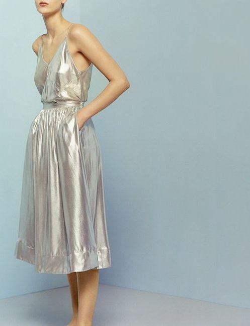 5 μεταλλικά φορέματα για εντυπωσιακές εμφανίσεις b9bdd78fe8d